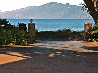 Beachfront Private Licensed Kahana B&B Estate - B, Lahaina