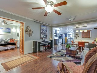 Classy & luxurious dog-friendly downtown cottage with a private hot tub!, Coeur d'Alene