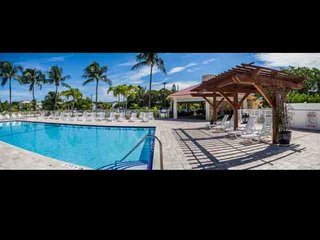 **Winter Promo** Spacious Condo in Futura Yacht Club w/Pool, Tennis, Marina