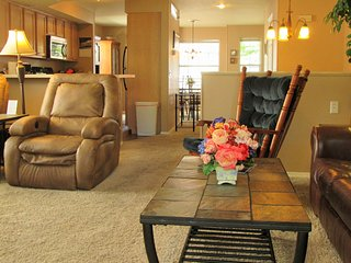 Golf-2 Screen Porches-View-Recliners|Pointe Royale, Branson