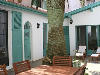 Centrally 2br house + Loft & Peaceful patio, Biarritz