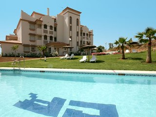 1925 - Stylish Two Bedroom Ground Floor Apartment with Private Garden and Wifi, La Cala de Mijas