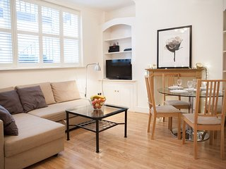 Victoria Station II apartment in Westminster with WiFi & privéterras.