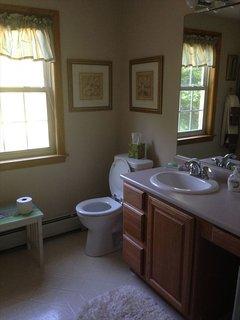 2nd full bath ~upper level