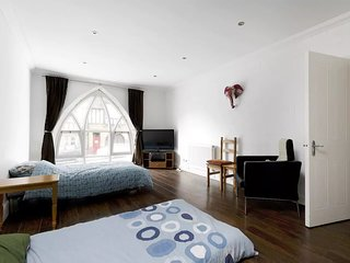 Good sized apartment in great location,by the sea!, Brighton