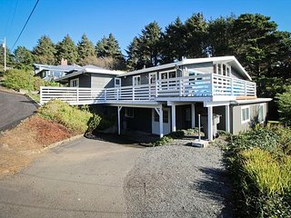 TREASURE ROCK~NEWLY REMODELED, large, spectacular home with oceanview.
