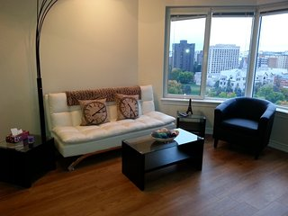 Convertible 2 BR - Close to Parliament Hill (1.5b) - 1410