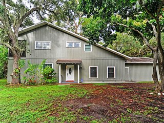 Peaceful St. Petersburg Home Near Beach & Dwtn!