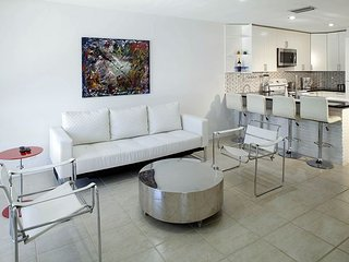 Ultra-Modern 2BR, 2.5BA Deerfield Beach Duplex with Pool - 1 mile from Beach!