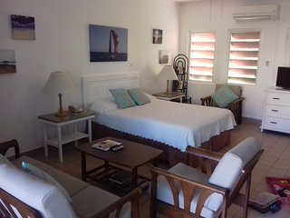Dickenson Bay. Newly Renovated Villa! On Beach!, Saint Mary's