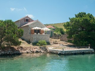 Holiday Home Queen Of Kornati - Two Bedroom Apartment with Sea View