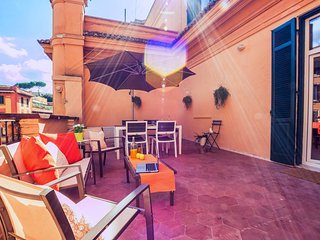 Romantic flat with large terrace close to S. Peter
