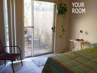 Cozy hilltop townhouse room near Zilker Park, Austin
