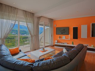Deluxe apartment 3 with Sauna, Pool and Sea view, Becici