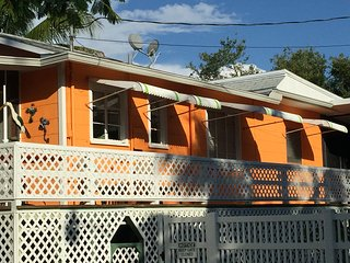 The SunKissed Cottage awaits you with bay to beach access to Fort Myers Beach