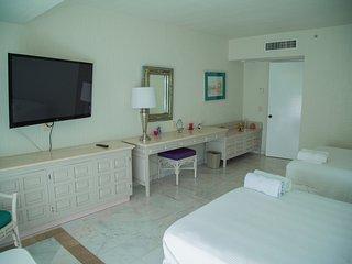 Amazing beachfront sleeps 4, Cancun