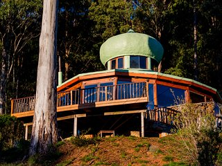 The Roundhouse : Rainforest & Mountains, Deloraine