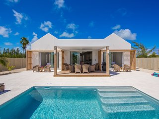 Grace Bay Beach brand new villa!, Leeward