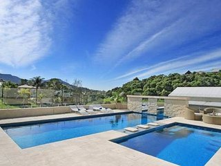 """Kallara"" Luxury Retreat, Wollongong"