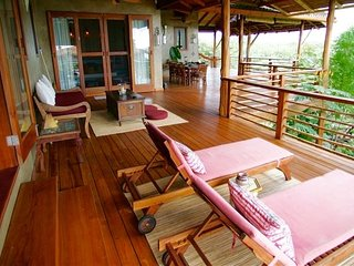 4 BR Luxury Ocean Front House Casa La Choza, Playa Negra