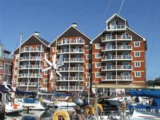 Two Bedroom Apartment with Marina Views & Balcony