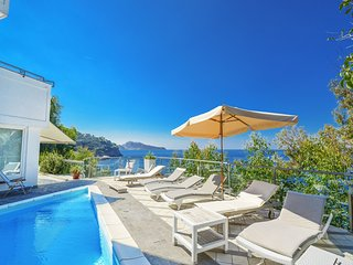 Sea view, Villa Terri, private pool, walking distance to sea, free parking, wifi