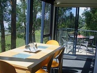 Tamar River Apartments - Treetops 1 Bed Apartment, Rosevears