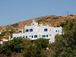 Country House Apartments, Chora