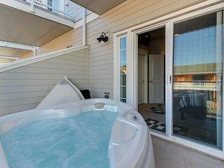 Modern townhouse w/ private hot tub, ocean views & nearby beach access!