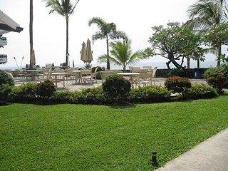 Breathtaking Ocean Views! Deluxe 920 Sq Ft Casa De Emdeko 135, Kailua-Kona