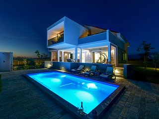Luxurious Villa Alba with Swimmingpool, Seaview