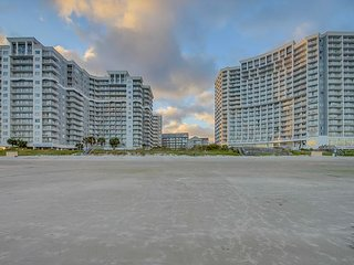 2BR/ 2BA ocean view in the fantastic Seawatch Resort with great amenities