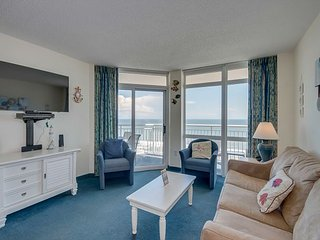Beautiful 2 bedroom / 2 bathroom Oceanfront Condo