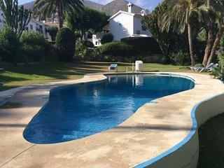 Casa Christabel y Casa Annabel sleeps 8 walk to beach and all amenities, TV/WIFI