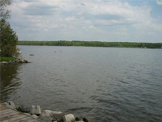 4 BR Beautiful Lakefront Cottage ,  15 Sleeps In Kirkfield (1 Hr From T.O)