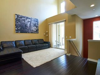 Furnished 2-Bedroom Townhouse at Jamboree Rd & Michelson Dr Irvine