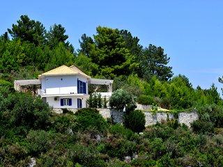 Villa Hara (Joy) & Studio - Sleeps 8 (4 Bedrooms)