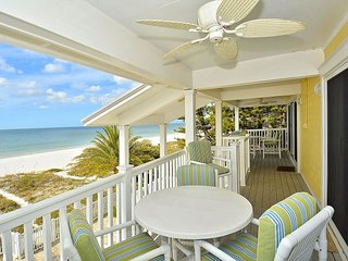 Sunset Villas 3 Million $ VIEWS/2 Balconies/BBQ/pool/Beachfront