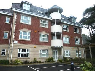 11 Hartford Court 2 bed / 2 bath holiday apartment, Bournemouth