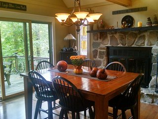 Perfect fall foliage getaway weekend! OR   great place to spend the Holidays with family and friends