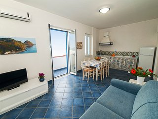 Magico Scafa - Appartamento trilocale vista mare ed Eolie zona porto turistico
