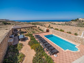 Razzett Gaia - Seven Bedroom Farmhouse with Sea Views, Private Pool & Garden