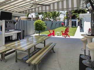 Sleek & Modern Deerfield Beach Studio with Outdoor Pool and Dining