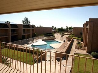 Downtown Villa: Walkable 2BR, 2BA Condo in Villas Borrego with Pool Access, Borrego Springs