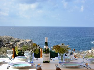 Villa Feliz - Binibeca - 50m from the Sea (sleeps 6)