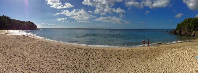 La plage Leroux juste en bas de chez 'Agate' au Chant des Fleurs