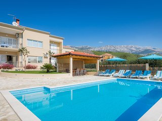 NEW! APARTMENT LUCIJA with private, heated pool, 9km far from Split