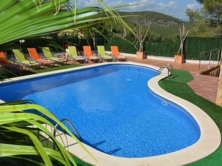 Villa Amores a 8 minutos de Sitges. Piscina XXL. Terrace 300 M2. Bar, Chill, etc