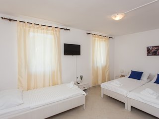 Guest House Rosa Bianca - Comfort Quadruple Room with Partial Sea View