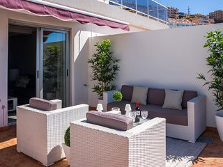 Astonishing ocean views with large terrace: barbacue, lounge chairs.